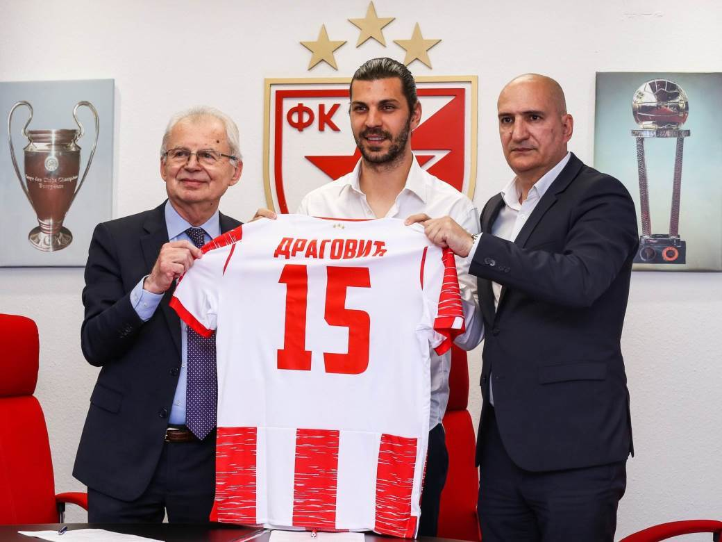 Aleksandar Dragović u dresu Zvezde.