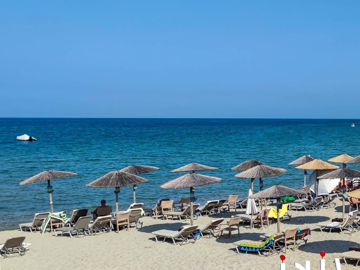 ležaljke-grčka-plaža-letovanje-odmor-stefan-stojanović- (1)