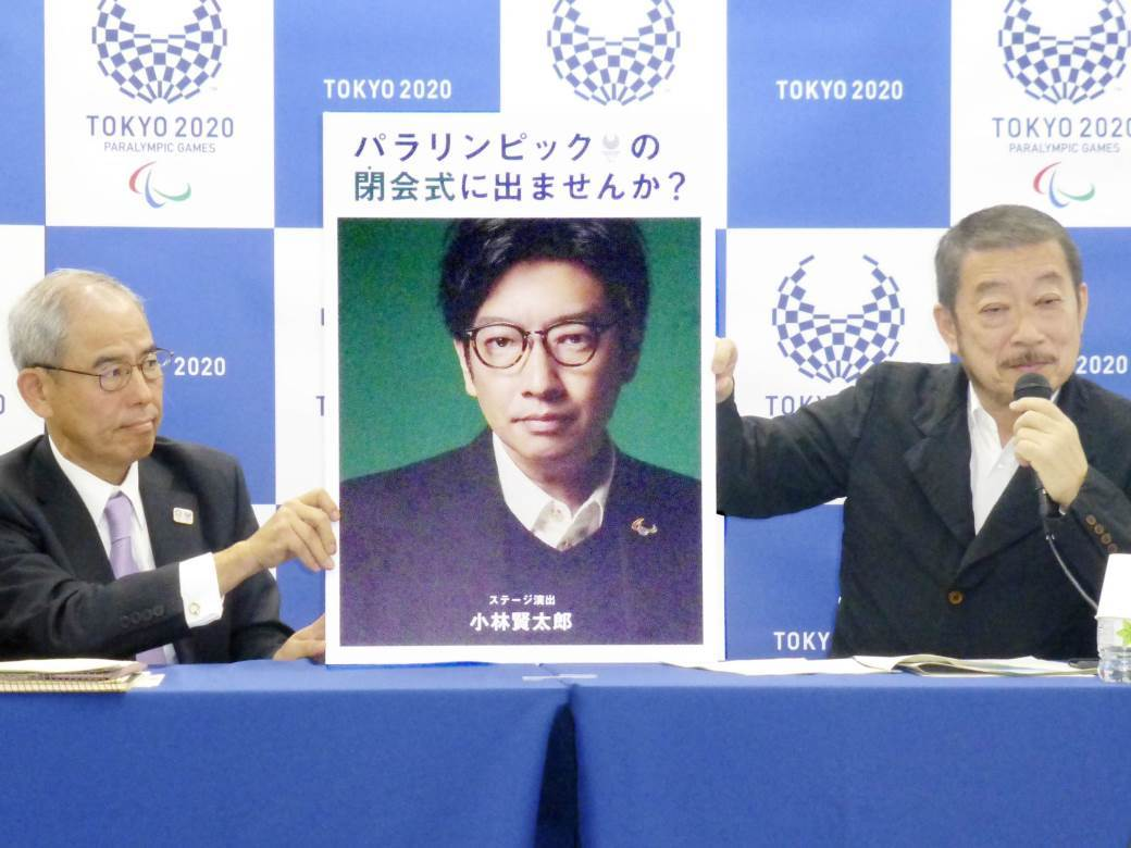 Kentaro Kobajaši (na portretu u sredini)