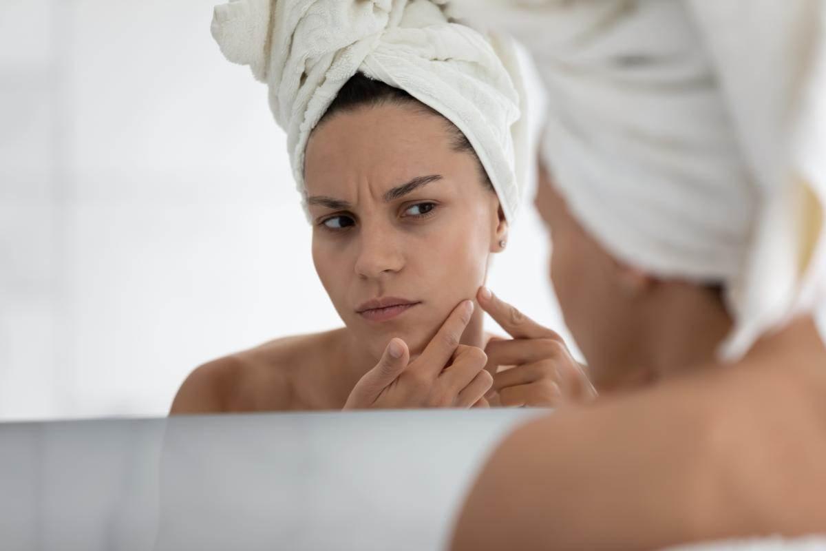 zena-ogledalo-shutterstock_1751330015