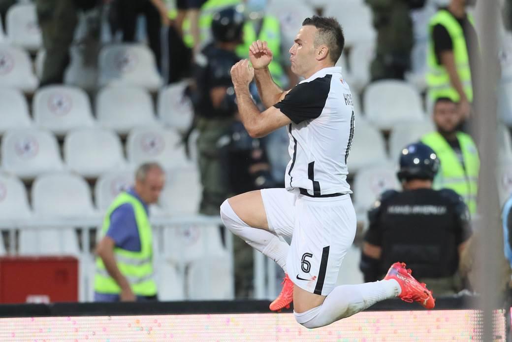 Partizan proslava gola  (3)