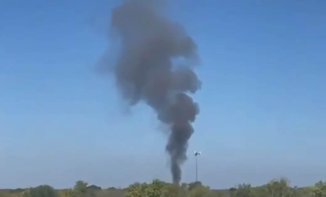 Dim od srušenog aviona u Teksasu