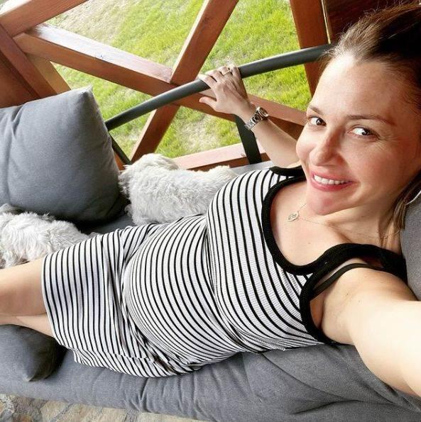 Marijana Mićić pokazala trudnički stomak