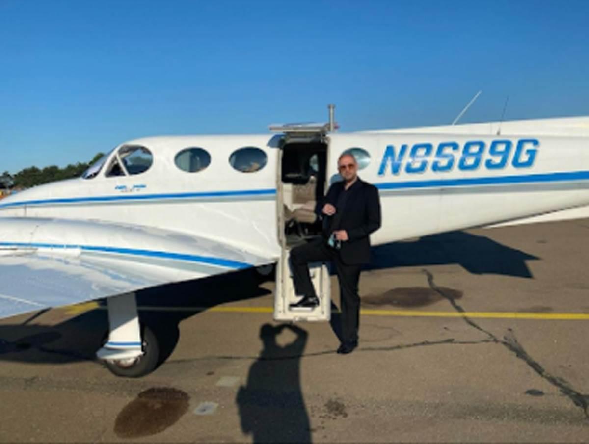 Dejan Popović tigar ispred privatnog aviona