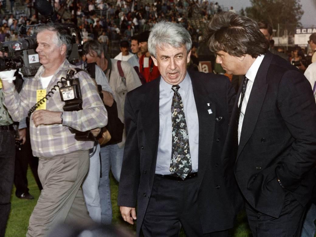 Predsednik Bastije Žan-Fransoa Filipi i prvi čovek Olimpik Marseja Bernar Tapi na terenu stadiona Furijani u večeri tragedije