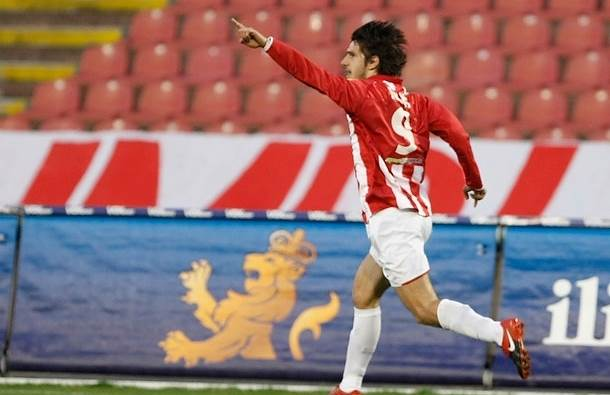 Dejan Lekić slavi nakon postignutog gola.