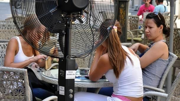 vrućina, ventilator, kafić, devojke