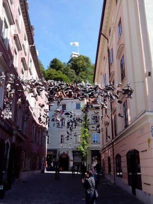LJUBLJANA: Zašto patike vise nad ulicom?