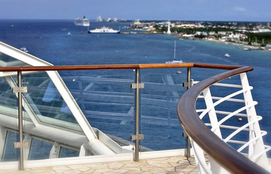 kruzer, brod, karibi, more, letovanje, plaža, odmor, turizam,
