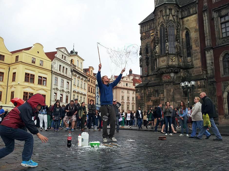 prag, ulični zabavljač, baloni
