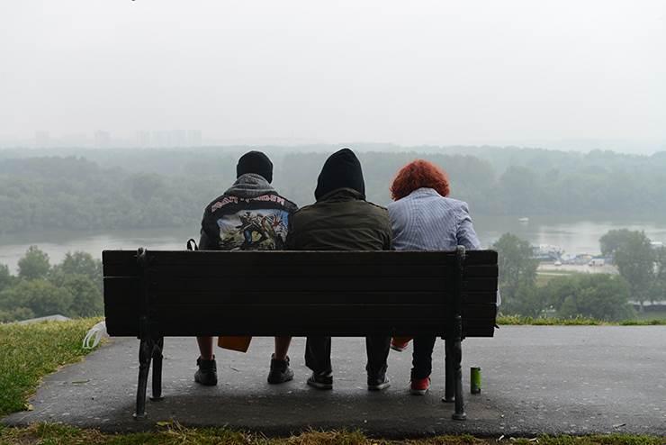 klupa. park, kalemegdan, sede na klupi, ušće, reka, mladi, studenti,