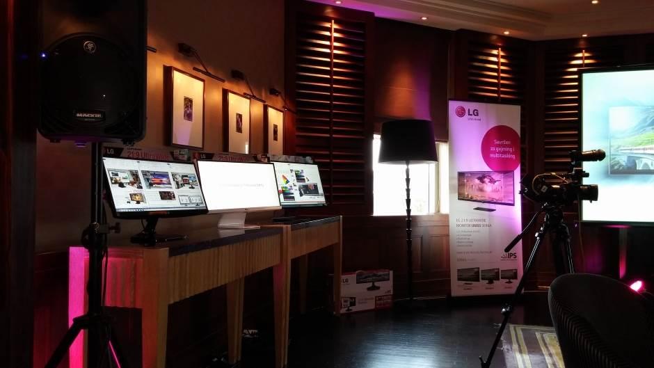 LG Monitor UltraWide.