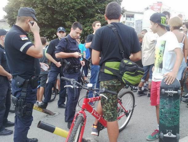 Plaćam svaki trik 200 dinara, dok ne dođe policija