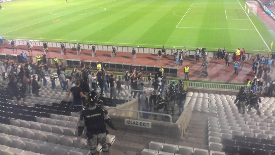 Tuča Delija i Grobara na stadionu!
