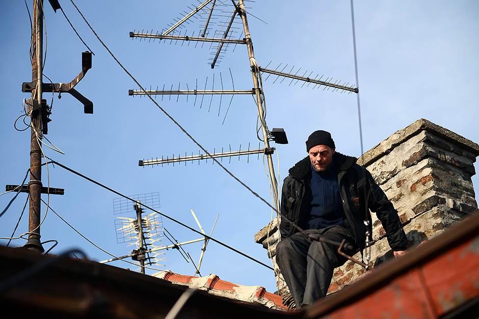 Ponekad je silaženje teže od penjanja na krov.