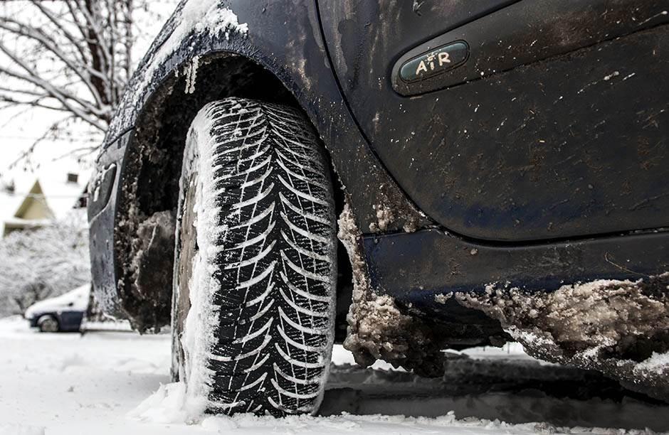 sneg, zima, automobil, gume, zimske gume, saobraćaj