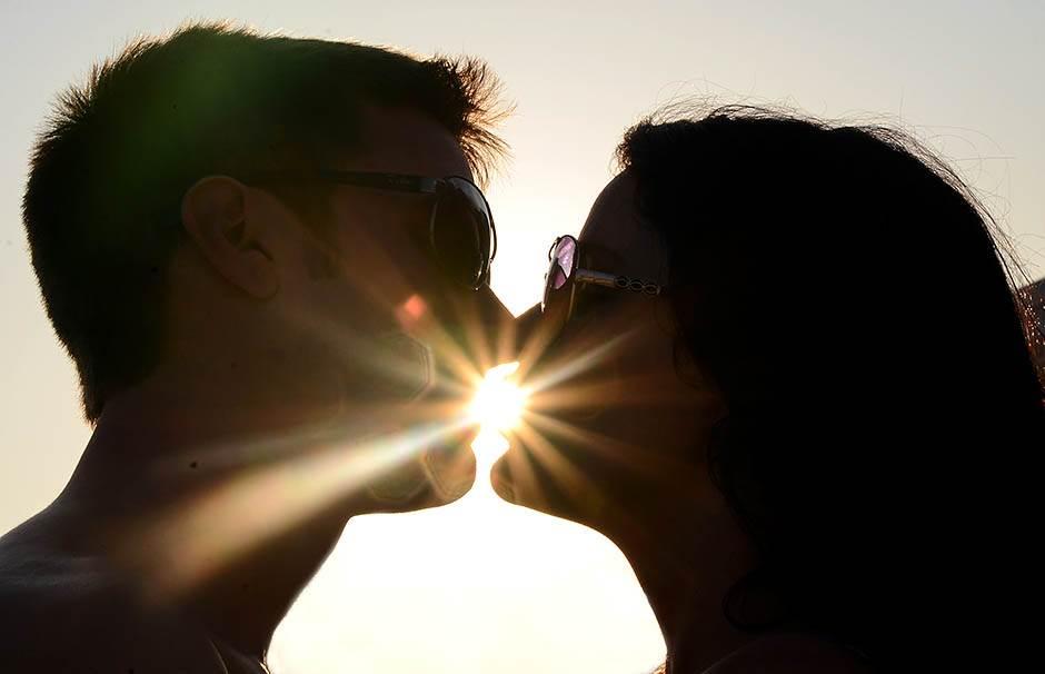 zaljubljeni, ljubav, par, poljubac, veza
