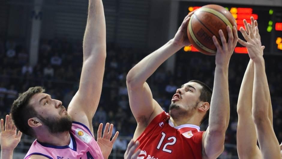 Nikola Kalinić i Dejan Musli u duelu tokom finala Kupa Koraća Zvezda Mega Leks