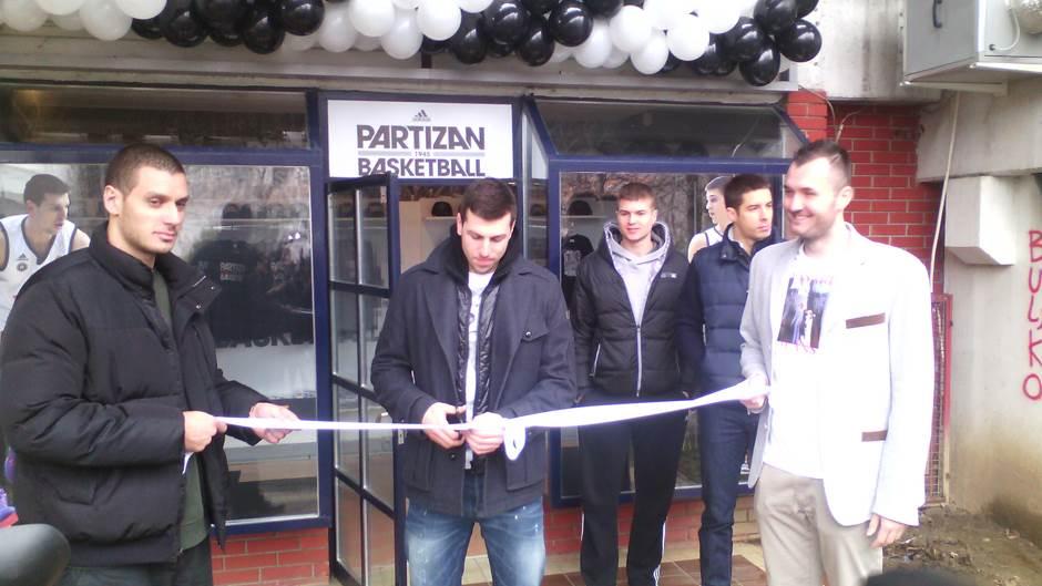KK Partizan - Page 2 Kk-partizan-11