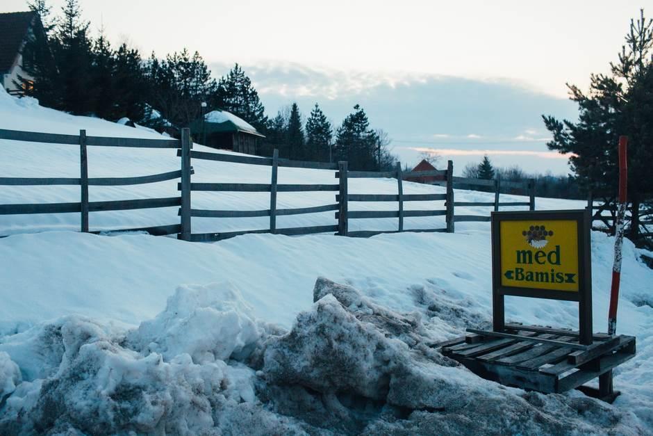 med bamis zarožje sneg