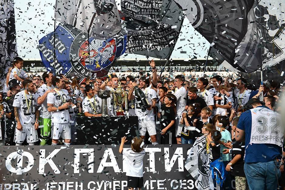 FK Partizan - Page 5 Partizan-titula-proslava-mondo-stefan-stojanovic-30