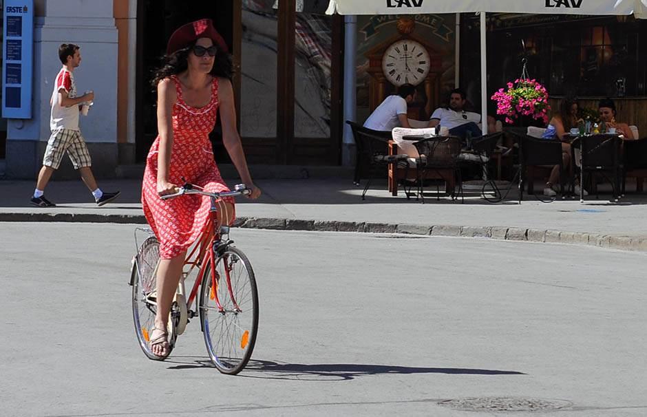 novi sad, devojka, bicikl