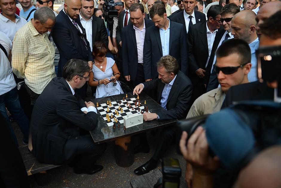aleksandar vučić, vucic, bakir izetbegović, izetbegovic, vučić igra šah,