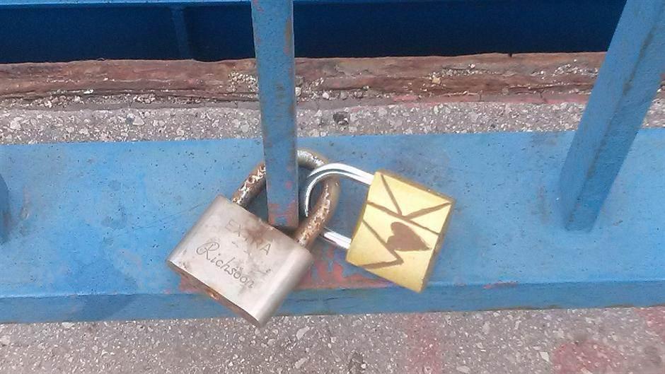 Katanac ljubavi, katanac, most,