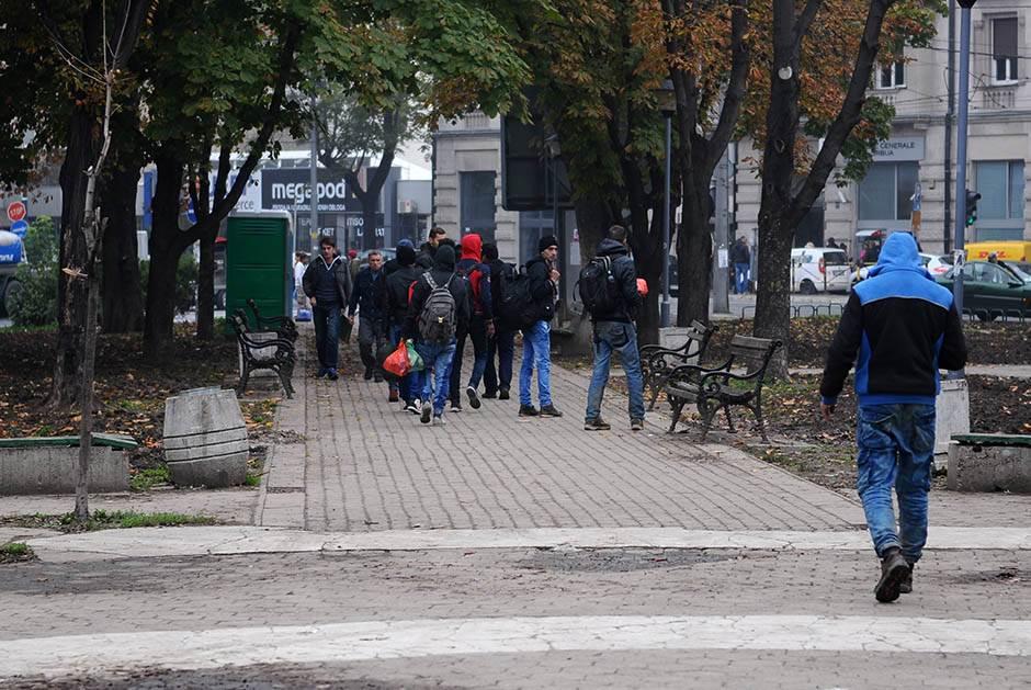 migranti, nema migranata, nema šatora, otišli migranti, migranti otišli, park kod autobuske stanice,
