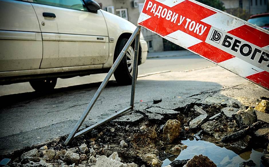 rupa na putu, radovi u toku, radovi na putu, beograd put, saobraćaj, automobil, rupa, ulica, put, rupe na putu,