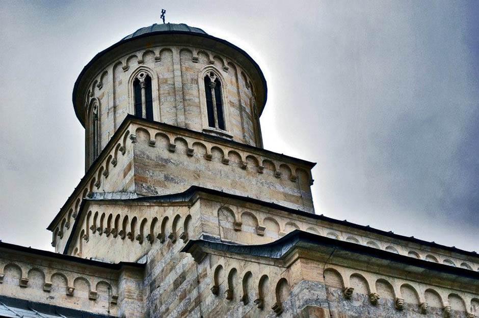 kosovo, manastir, manastiri, kososvo i metohija, crkva, krst, hrišćanstvo,