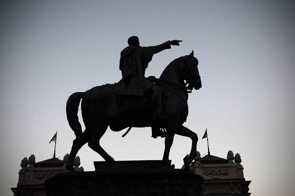 kod konja, konj, trg republike, sastanak, čekanje, sastanak kod konja, knez mihailova