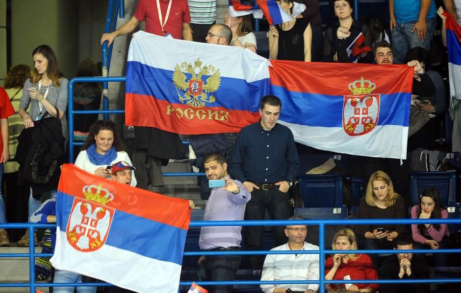 srbija rusija, navijači, navijaci, zastave, srbija zastava, rusija zastava