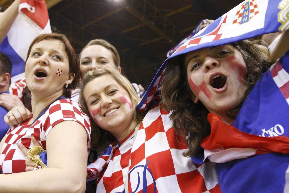 hrvati, hrvatice, hrvatska navijaci, hrvatski navijači, hrvatski navijači