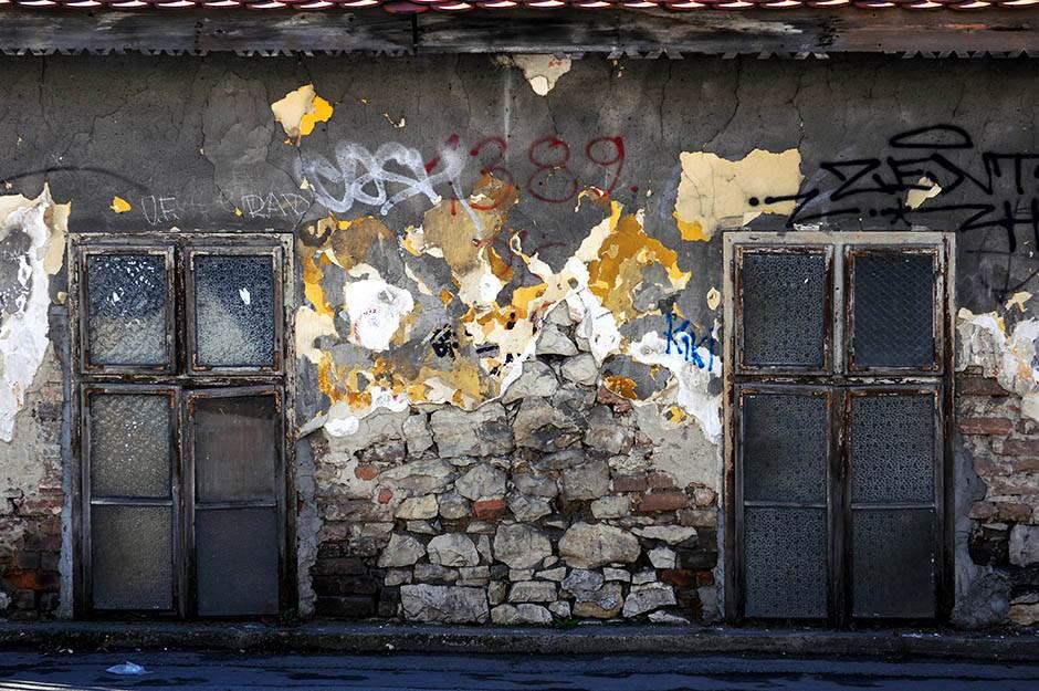 osnovna škola žarkovo, prva osnovna škola, ruševina, napuštena, kuća, stara kuća,