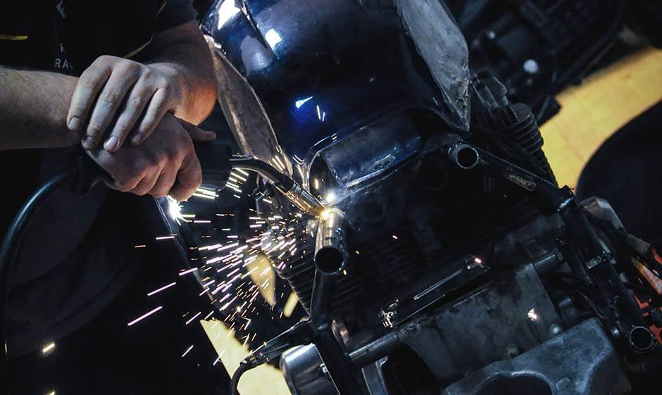 majstor, varenje, var, varnica, varnice, motor, motori, delovi, mjstor, mehaničar, radionica, garaža,