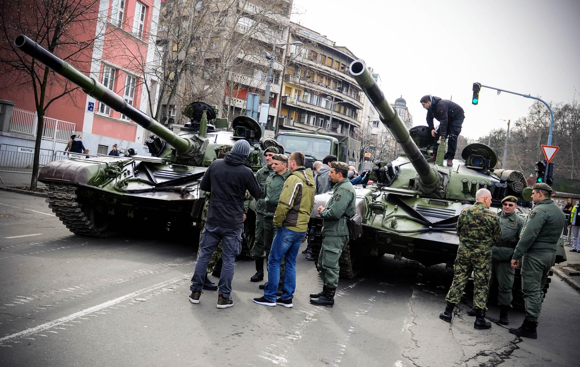 tenk, tenkovi, ulica, ulice, beograd, trka, trka za mir, trkači,