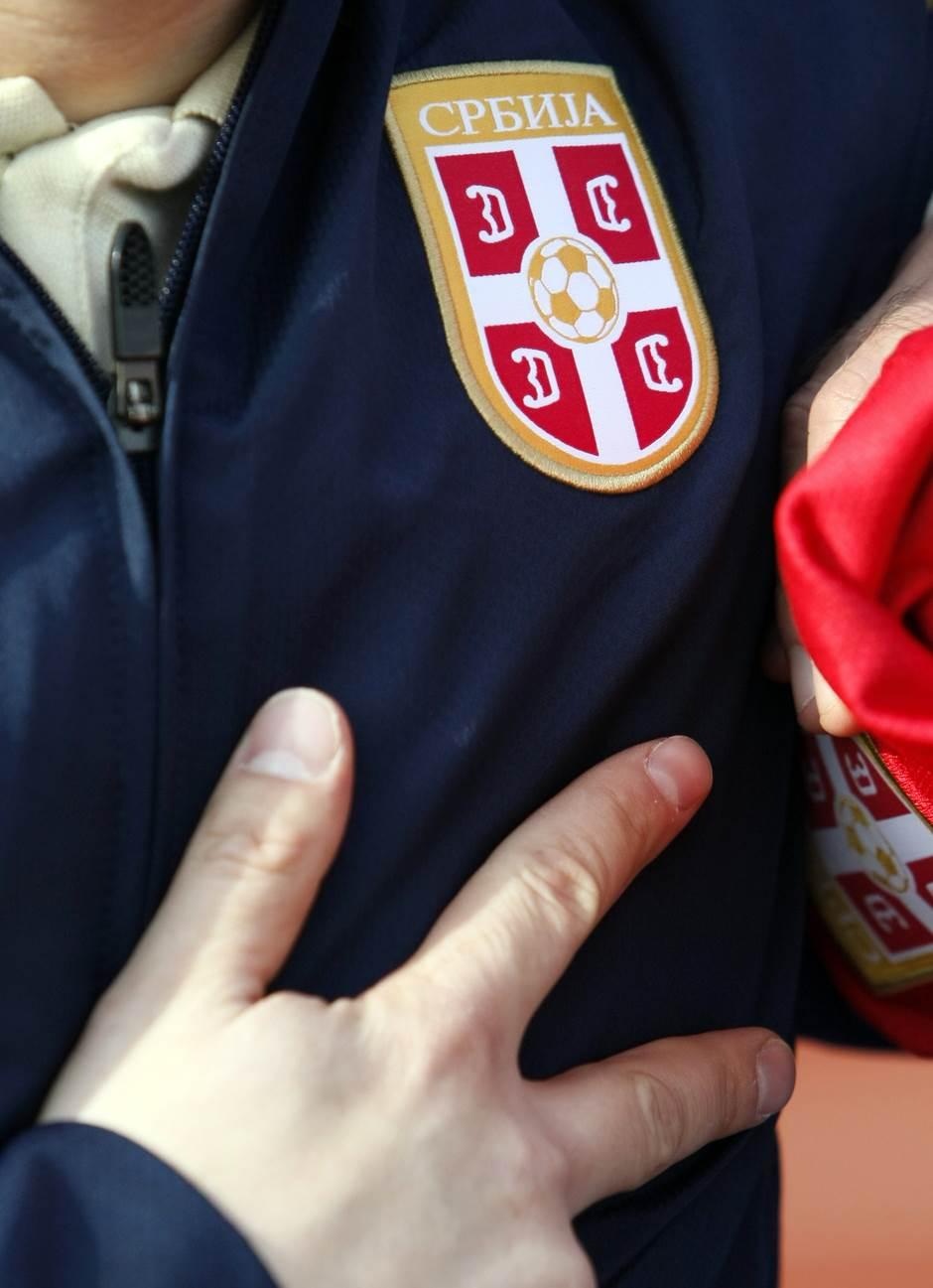 fss trenerka tri prsta orlovi reprezentacija srbija fudbal fudbaleri pokrivalica ilustracija