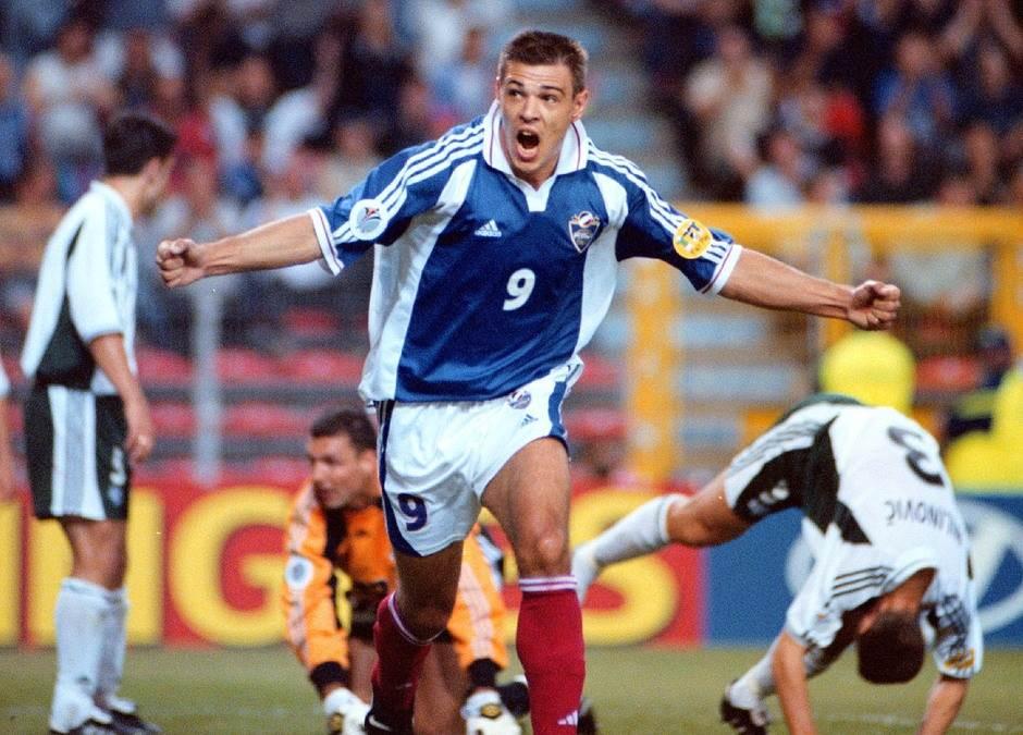 Savo Milošević proslavlja gol na utakmici Jugoslavija - Slovenija na EP 2000. godine