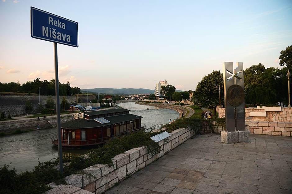 niš, reka nišava, srbija, reka, turizam, grad, obala, šetalište,