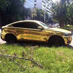 Zlatni Bmw X6 Na Novom Beogradu Mondo Portal