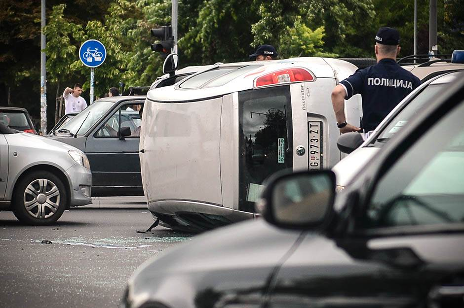 Srbija gine na putevima - ljudi, dokle ovako?