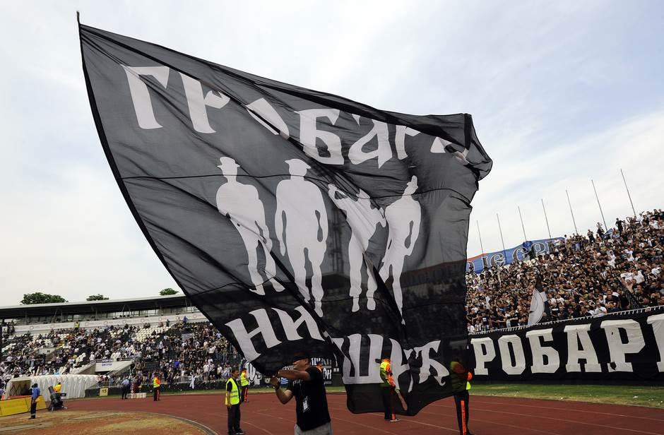Zastava Grobari Nikšić na jednoj fudbalskoj utakmici
