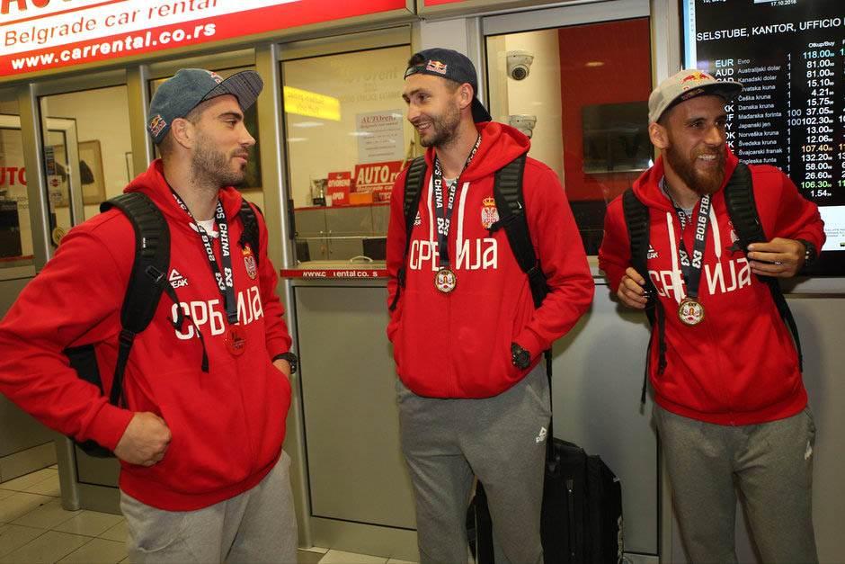 Kraljevi su se vratili: Zlatni basketaši Srbije!