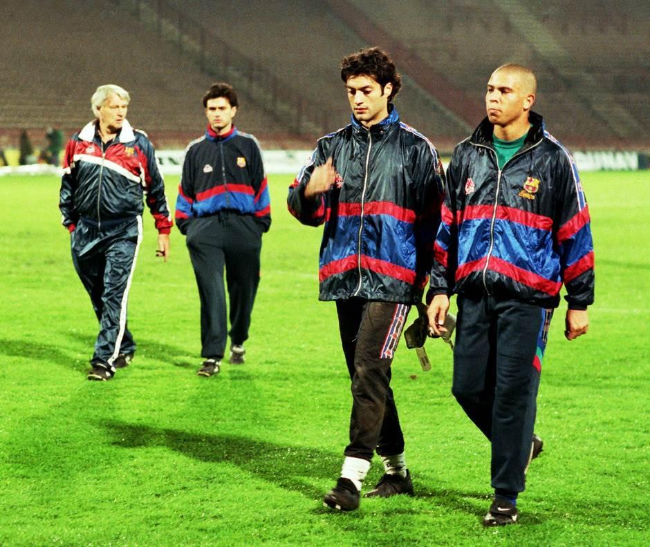 Bobi Robson, Žoze Murinjo, Vitor Baia i Ronaldo na treningu Barselone veče pre utakmice