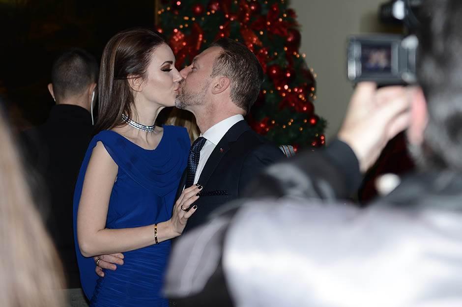 hello žurka, Simon de Karić i Tamara Nikolić, poljubac