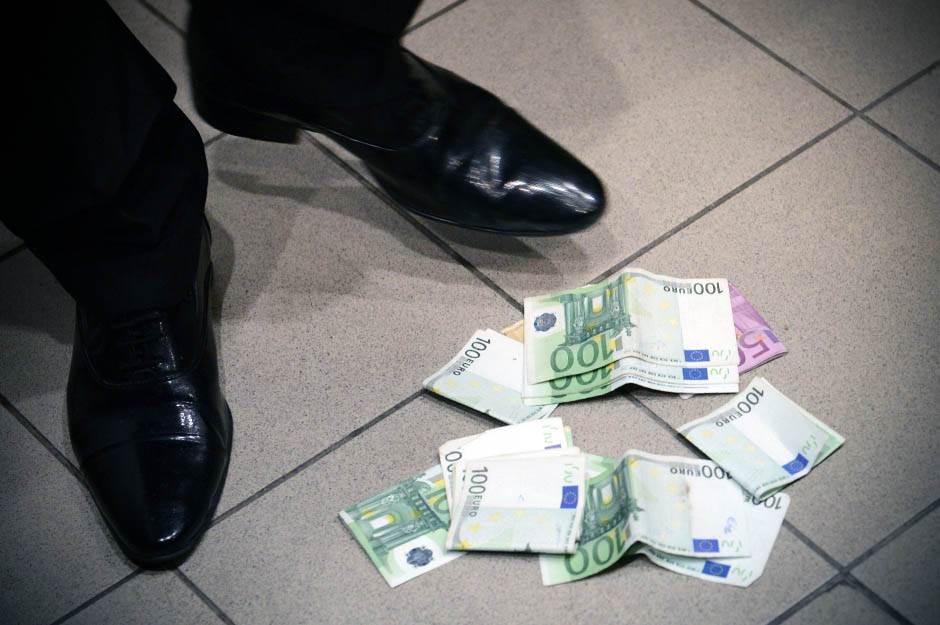 era ojdanić, evri, novac, pare,