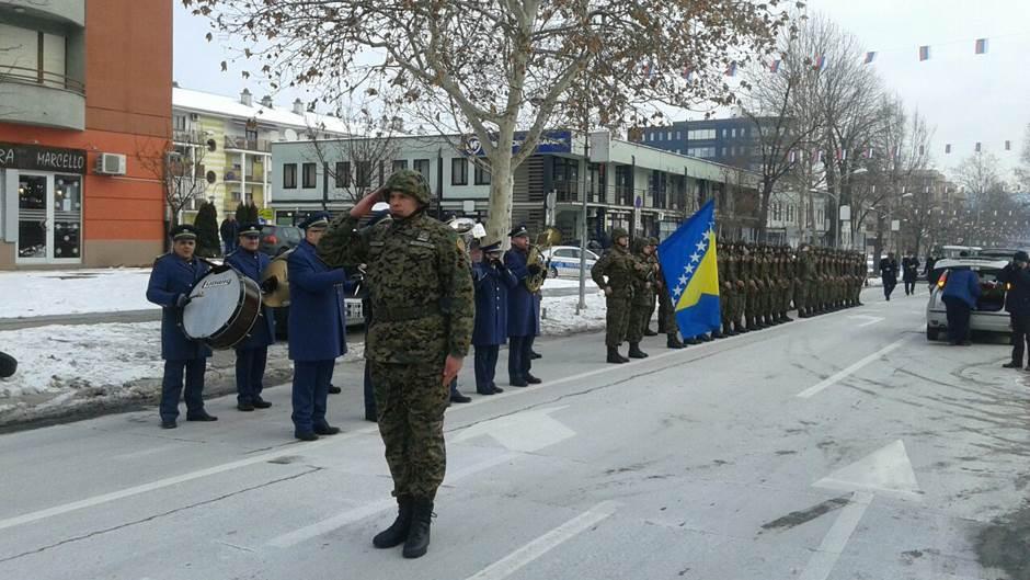 Vojnici Trećeg puka postrojeni u Banjaluci
