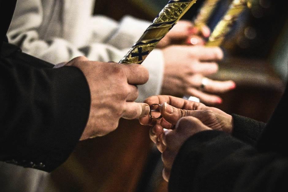 burma, venčanje, kum, crkva, brak, svadba, ženidba, prsten,