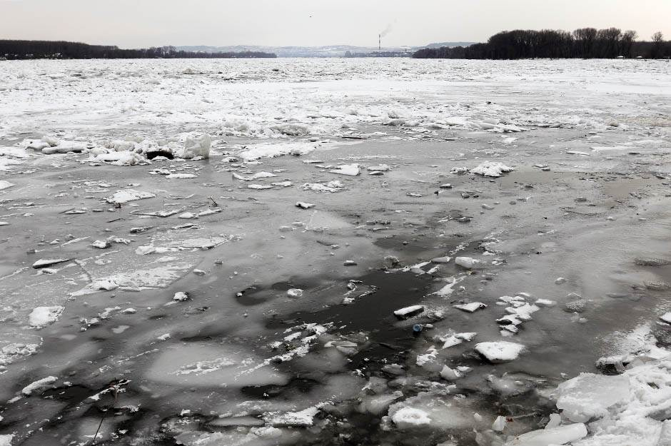 dunav, led, zemun, zemunski kej, reka, zima, hladno, sneg, zaleđen,